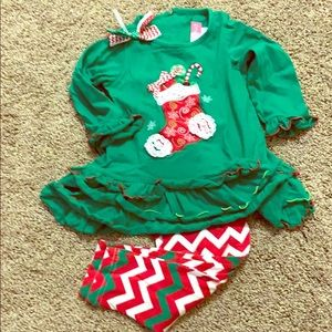 Adorable Christmas outfit 2T. Only worn 1 season